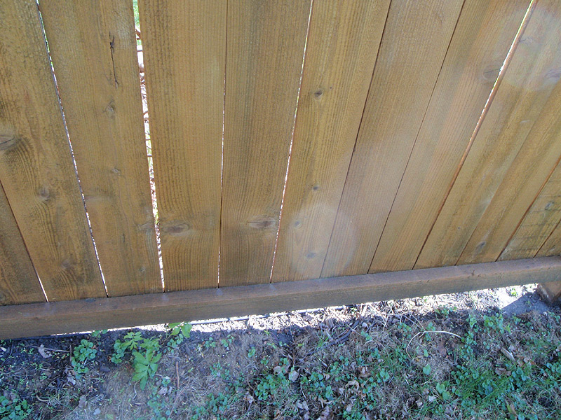 How to Apply Cedar Fence Stain | DoItYourself.com